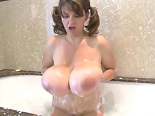 Sexy huge tits woman.., amateur